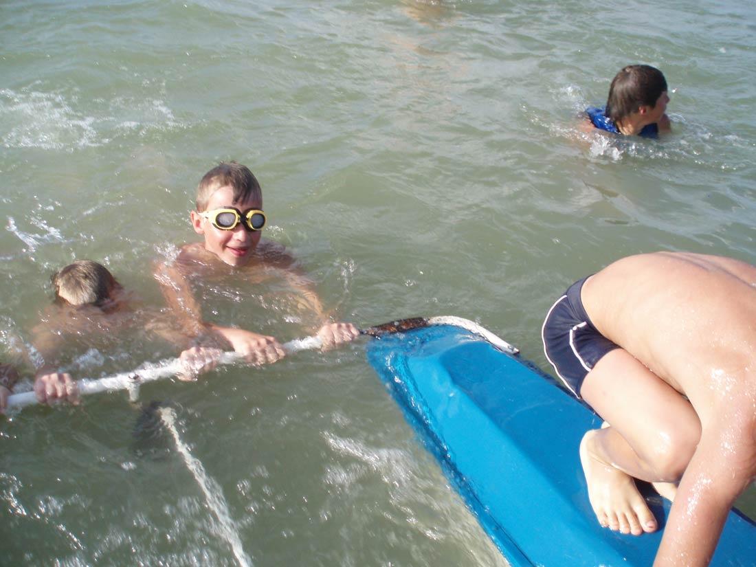дитячий відпочинок на озері Світязь плавання купання в Світязі опис озера характеристика літо фото відпочинок з дітьми розваги на озері