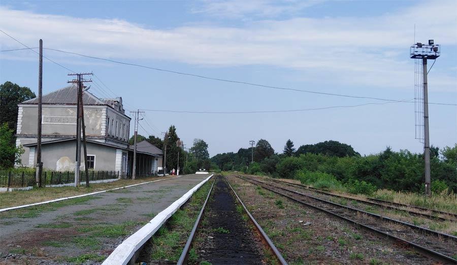 Залізничний вокзалу у селі Яструбове, станція Денисів Купчинці опис вигляд фото розповідь про Яструбово де знаходиться в якому районі як доїхати